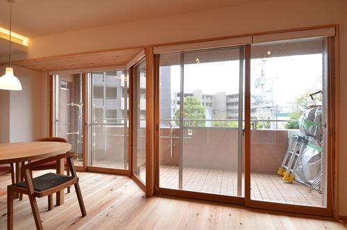 芦屋O邸、木製建具で作った内窓とハニカム断熱ブラインドのコンビネーション。