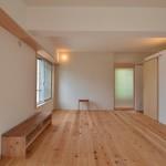 『コルクタイルとブビンガの造作家具のある断熱リフォーム』兵庫県西宮市