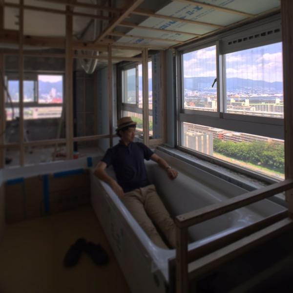 窓際のハーフユニットバス