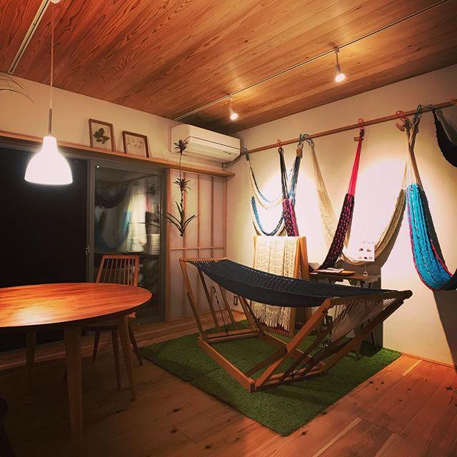 オープンハウスの家具雑貨とグリーンはjクオリア松下兄さんと春音の八田姐さんに協力頂きました。そして今回のたためるハンモックを一緒に開発したケスタの中村くんにもハンモック展示してもらってます。さながらアウトドアショップみたいです(笑)当日でもお申込み頂けますのでお時間ある方はどうぞ〜#ハンモック #ハンモックチェア