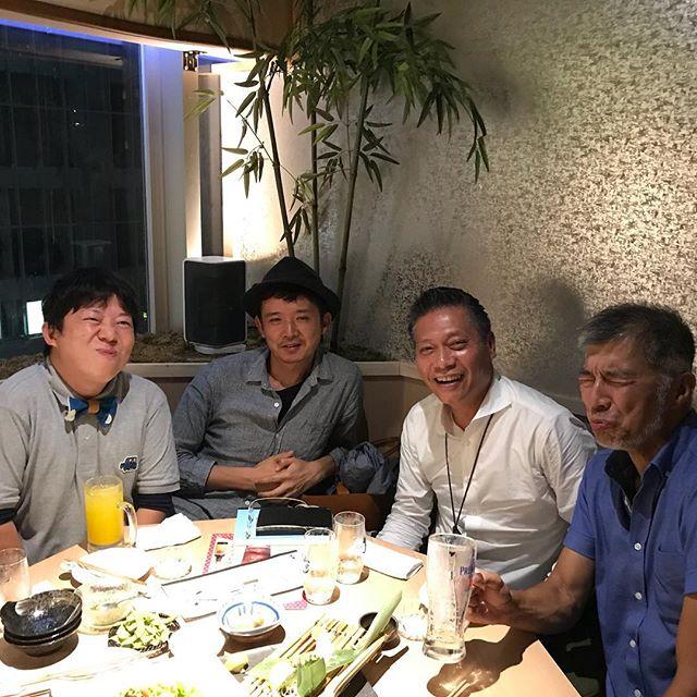 雨で運休しまくりの中梅田にて飲み会。鹿児島からベガハウスの八幡さんとアドブレイン塚本さんが来阪してくださいました。めっちゃ深い話聞かせて頂きました!塚本さん二時間遅刻で、どうも最近私と約束した人は大遅刻するというジンクスが生まれつつあります・・・土下座してもらおうかな(´∀`)