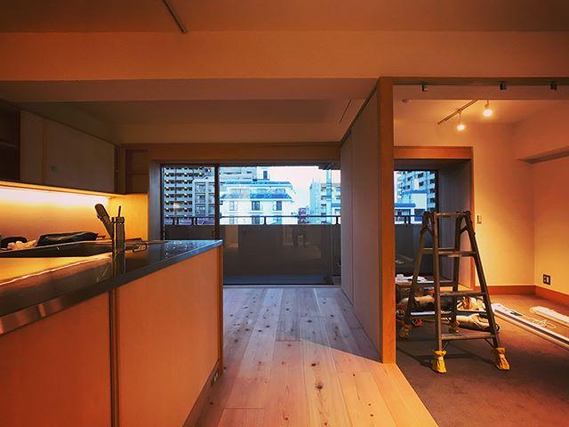 摂津本山の家、設計検査。未完部分ありますが週末には完成、お引き渡し予定です。今年の酷暑のなか、職人さんたちも大変だったと思いますが、誰も倒れることなくここまで来れたことが何より・・・